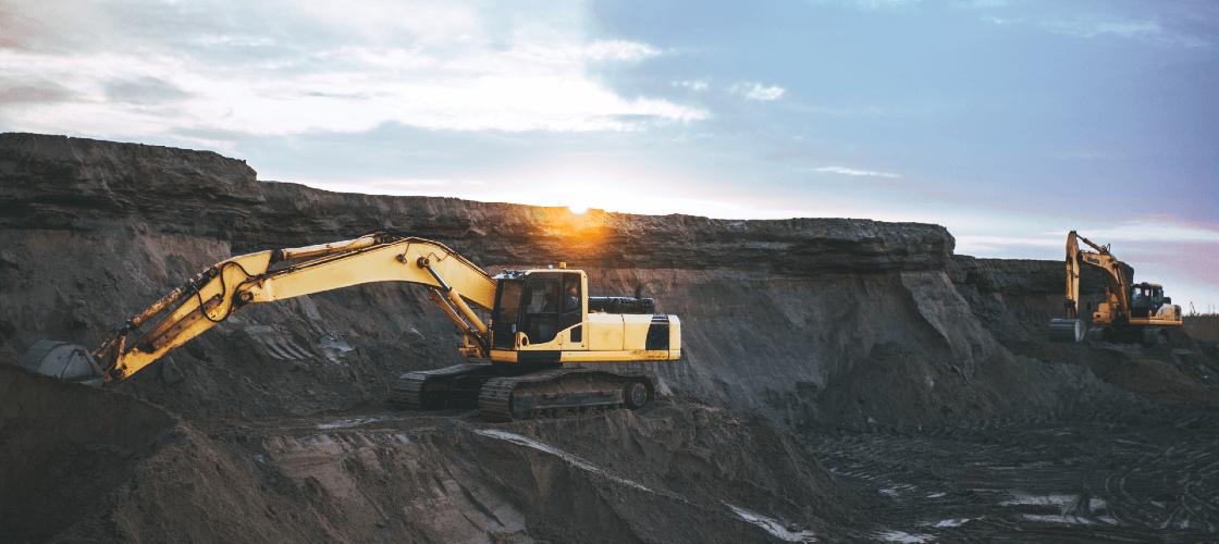 trator escavando terra para ilustrar a obtenção da energia de carvão mineral