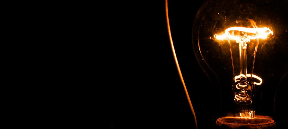 Lâmpada de luz com fundo preto
